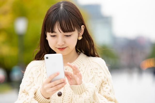 iPhoneの修理を予約するドコモユーザー
